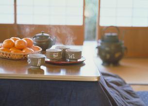 みかんとほうじ茶の写真素材 [FYI03945403]
