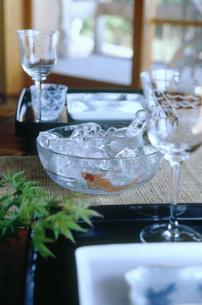 夏のテーブルセットの写真素材 [FYI03947592]