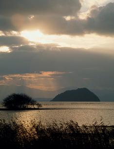 琵琶湖と竹生島の写真素材 [FYI03947679]