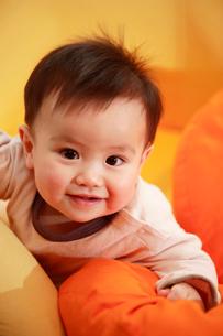 笑っている赤ちゃんの写真素材 [FYI03947922]