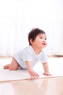 笑顔の赤ちゃんの写真素材 [FYI03948141]