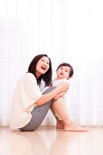 赤ちゃんと母親の写真素材 [FYI03948145]
