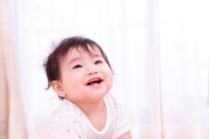 笑顔の赤ちゃんの写真素材 [FYI03948165]