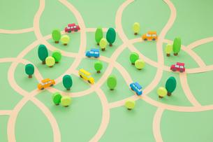 クルマと木の街並み俯瞰の写真素材 [FYI03948192]
