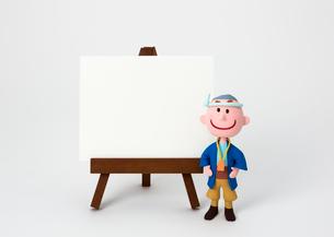 イーゼルのホワイトボードと大工さんの写真素材 [FYI03948235]