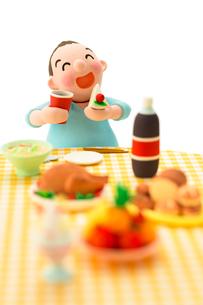大食いのメタボな男性の写真素材 [FYI03948268]