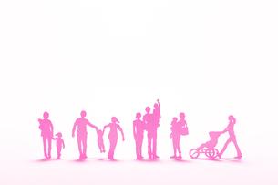 紙の家族たち(ピンク)の写真素材 [FYI03948425]