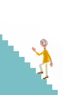 元気,階段,登る,初老女性の写真素材 [FYI03948446]