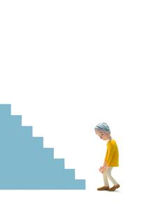 階段,膝痛,初老女性の写真素材 [FYI03948447]
