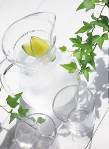 グラスと水の写真素材 [FYI03948485]