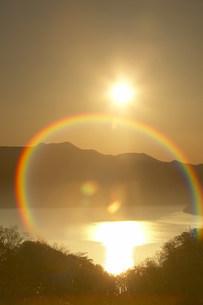 十和田湖の虹の写真素材 [FYI03949161]