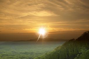 岩木山に沈む夕日の写真素材 [FYI03949480]