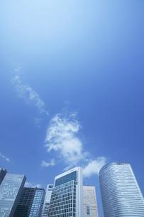 ビル群と青空の写真素材 [FYI03949793]