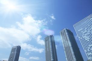 ビル群と青空の写真素材 [FYI03949796]