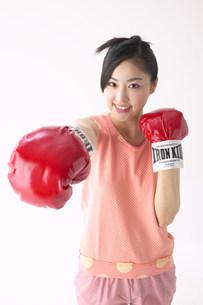 ボクシングの女性の写真素材 [FYI03950343]
