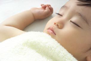 赤ちゃんの写真素材 [FYI03950662]
