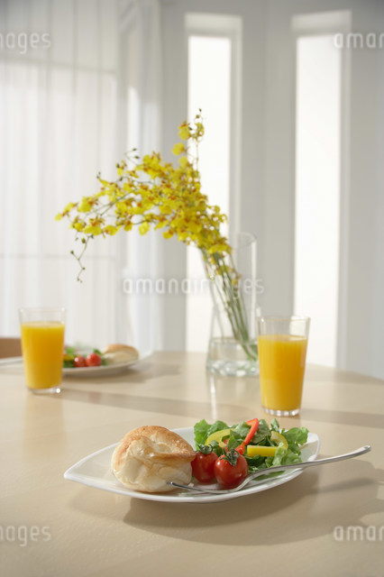食事の写真素材 [FYI03951241]