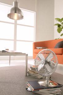 扇風機のある部屋の写真素材 [FYI03951485]