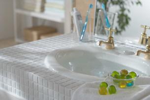 明るい洗面所の写真素材 [FYI03951684]