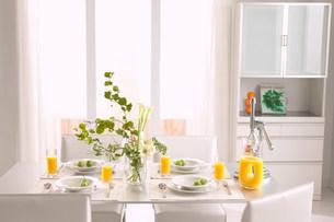 テーブルのある部屋の写真素材 [FYI03951882]