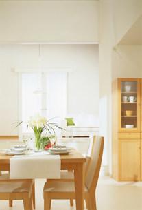 テーブルのある部屋の写真素材 [FYI03951897]