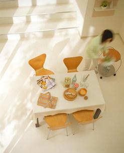 上から見たテーブルの写真素材 [FYI03951902]