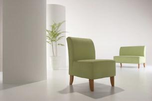 グリーンの椅子の空間の写真素材 [FYI03952127]