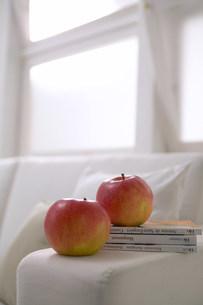 二個のりんごの写真素材 [FYI03952211]