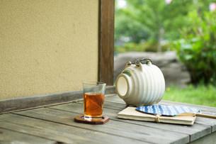 蚊取り線香とお茶の写真素材 [FYI03952276]