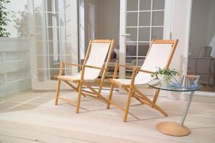 テラスの椅子の写真素材 [FYI03952347]