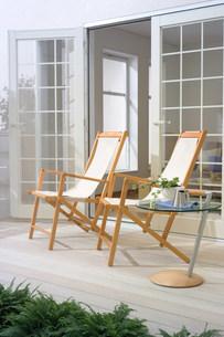 テラスの椅子の写真素材 [FYI03952353]