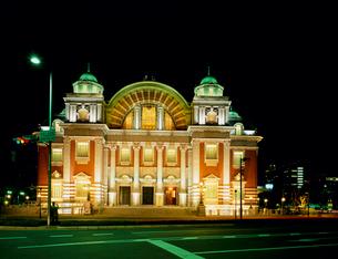 夜景の大阪市中央公会堂の写真素材 [FYI03952560]