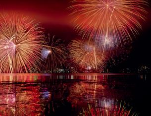 びわ湖花火大会の写真素材 [FYI03952567]