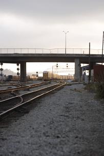 夕暮れの線路の写真素材 [FYI03952940]