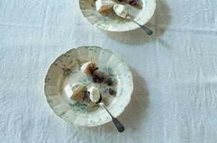 皿に盛られたチーズの写真素材 [FYI03954292]