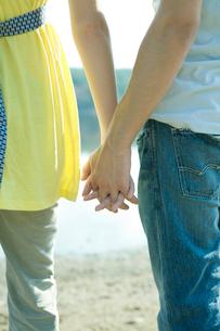 男女が握っている手元の写真素材 [FYI03954425]