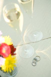 シャンパンが入ったグラスの写真素材 [FYI03954742]