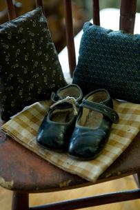 アンティークの子供靴の写真素材 [FYI03954868]