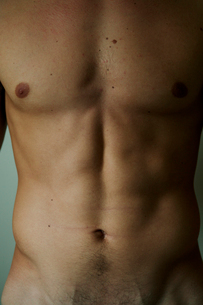 男性の上半身裸の写真素材 [FYI03954923]
