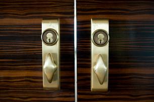 会議室のドアノブの写真素材 [FYI03955334]
