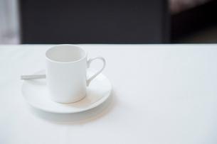 テーブルに置かれたエスプレッソの写真素材 [FYI03955712]
