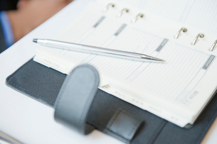スケジュール表とボールペンの写真素材 [FYI03955716]