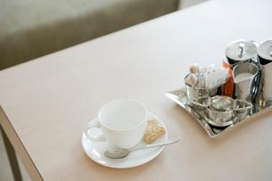 ティーカップとミルクピッチャーの写真素材 [FYI03955718]
