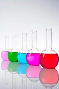カラフルな色水の写真素材 [FYI03955874]