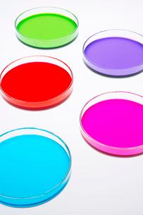 カラフルな色水の写真素材 [FYI03955882]