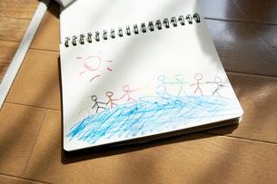 スケッチブックに描かれたお絵かきの写真素材 [FYI03955991]