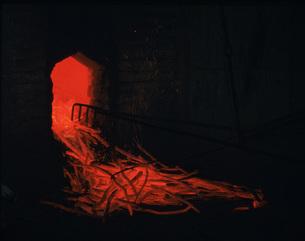 備長炭の窯出しの写真素材 [FYI03956447]
