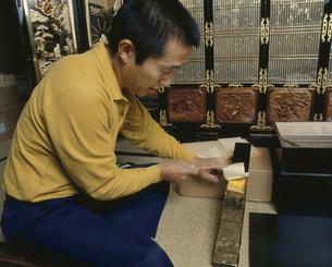 仏壇の金箔はりの写真素材 [FYI03956551]