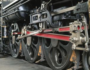 蒸気機関車の動輪 C61の写真素材 [FYI03957014]