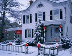 クリスマス飾りの家の写真素材 [FYI03957032]
